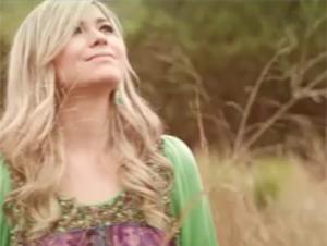 Sólo el Cordero de Dios Puede Sanar el Corazón Herido – Videos Música, Glenda Álvarez