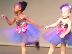 Lo que Hizo esta Pequeñita Bailarina se Robó el Show – y Nuestros Corazones. Qué linda!!
