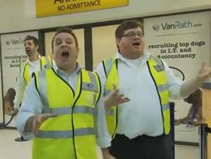 Los Empleados de Belfast Sorprendieron a los Viajeros con Algo que ¡NUNCA Olvidarán!