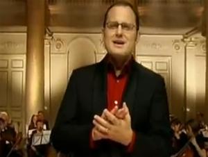 Este Cantante Celebra con una Orquesta Navideña Espectacular…Sienta el Asombro de Aquella Santa Noche