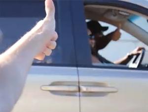 Un Conductor Alegra a Todos Durante el Atasco de Tráfico – ¡No Puedo Parar de Sonreír!