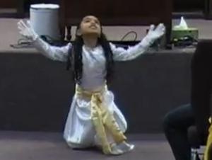 Este Baile de Alabanza Llenará su Corazón de Alegría – ¡El Talento de Esta Niña nos Sorprendió!