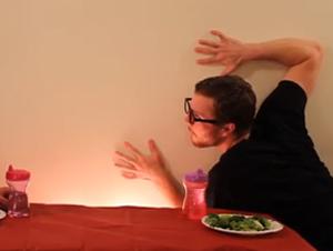 Unos Estudiantes Cristianos Toman el Internet por Sorpresa con un Video Hilarante- Cómo comen los animales