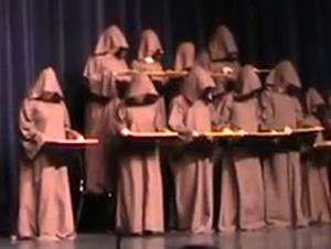 Lo que Este Coro de Monjes en Silencio HACE, le Hará Sonreir