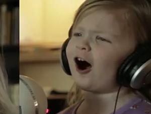 Estas Preciosas Mellizas Cantan Juntas Su Canción Favorita ¡Y Son Demasiado Bellas!