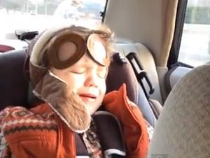 Niño Tan Lindo que no Puede Controlar sus emociones durante su canción favorita