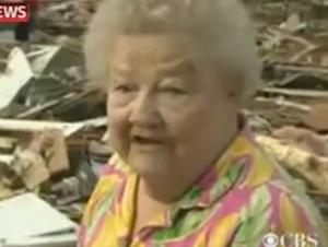 Esta mujer perdió a su perro cuando un tornado destruyó su hogar – Dios respondió a sus oraciones