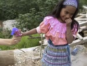 Este Video Conmovedor Restaurará su Fe en la Compasión Humana