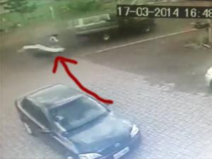 Ciclista Sorprendentemente Salvado en Este Accidente, por Cuestión de Segundos – MILAGROSO