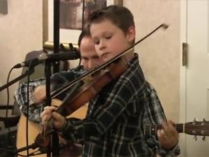 Este Niño de 10 Años de Edad, le Asombrará. ¡Talento Enorme Dentro de un Pequeño Paquete!