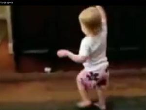 Bebé Inteligente Hace Algo Tan Lindo para Celebrar sus Respuestas Correctas