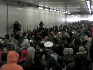 Lo que Estas Personas Hicieron Mientras  Estaban Atrapados en un Túnel me Dio Escalofríos. Esto es una locura!