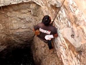 Este Hombre Acaba de Arriesgar su Vida por Salvar a Algo Precioso.  ¡Este Rescate Me Hizo Detener la Respiración!