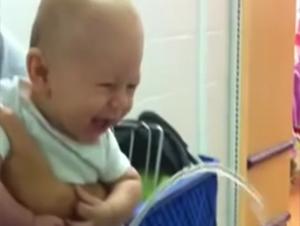 Este Bebé Tuvo la Ida de Compras Más Feliz de Su Vida – ¡Y No Puedo Parar de Reír!