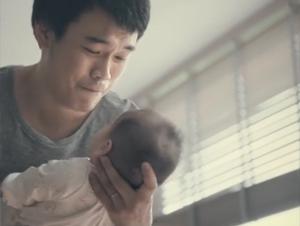 Este Papá Temía que Nada Podría Calmar el Llanto de su Bebé. Cuando Encontró el Secreto Yo Tuve que Encontrar la Caja de Pañuelos!