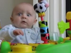 Cuando Mami Suena Su Nariz, la Reacción de Este Bebé Es Inolvidable – ¡No Pude Parar de Verlo!