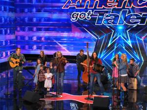 Estos 12, Sí, es correcto: 12 Hermanos Cantan Juntos Talentosamente – ¡Quedé Impactado!