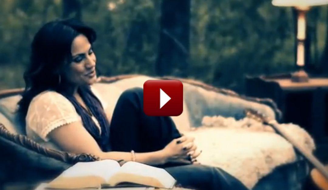 ¡Le Va a Bendecir Increíblemente esta Canción de Julissa: Escucharte Hablar!