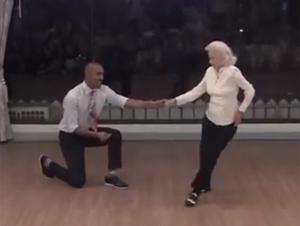 Esta Mujer Cumple 90 Años. ¡Pero Usted es la Persona Que Se Llevará la Verdadera Sorpresa!
