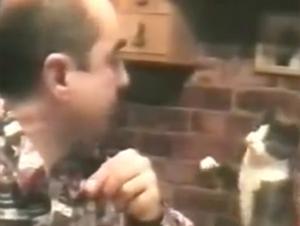 Cuando Vi Cómo Este Gatito Pide Comida Quedé Pasmado. ¡Por Qué lo Hace Le Derretirá!