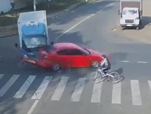 El Milagro a los 10 Segundos Todavía Me Tienen Temblando. ¡Pero lo que el Ciclista Hizo Después Me Pasmó!