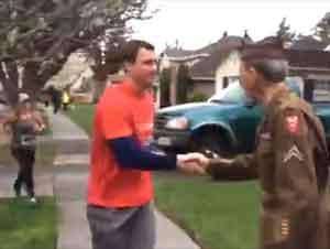 Este Tributo Espontáneo a un Veterano de la Segunda Guerra Mundial ¡Le Calentará el Corazón!