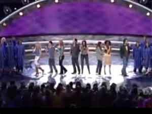 Finalistas de American Idol Interpretan 'Canta al Señor'