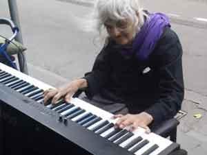 Cuando Vieron A Esta Anciana Sentarse Al Piano Nadie Se Esperaba Esto. ¡Sólo Vea Esto! – Videos Inspiración