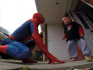 Papá Se Viste de Hombre Araña Para el Último Cumpleaños de Su Hijo