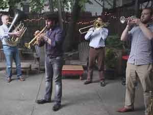 """Brass Con Su IMPECABLE Versión De 'Sublime Gracia' Me Tiene Diciendo """"AMÉN"""" – Videos Musicales"""