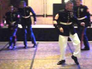 Soldados Acostumbrados A Las Batallas. ¡Pero Ahora Enfrentan Una Batalla De Baile Y Es Impresionante!