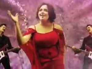 'Tu Amor Hace Eco en Todo mi Universo' ¡Alegrará Su Día! – Videos Música, Rojo