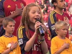 ¡Niña de 12 Años Canta el Himno Nacional Como Usted Nunca lo ha Escuchado Antes!