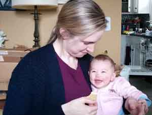 ¡Este Bebé no Puede Parar de Reír Cuando Mamá Hace Esto!