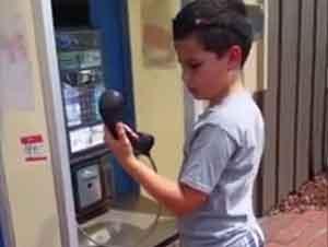 La Verdad Acerca de Esta Cabina Telefónica ASOMBRÓ a Este Niño – Videos Chistosos