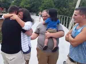 ¡La Sorpresa Que Interrumpió Esta Foto de Familia, Me Tenía Sonriendo de Oreja a Oreja!