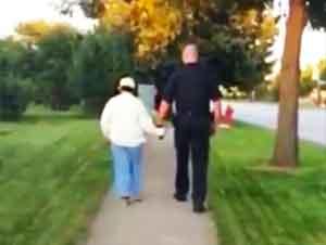 ¡Este Oficial de la Policía Ha Restaurado mi Fe en la Humanidad! ¡Dios Bendiga a Este Hombre!