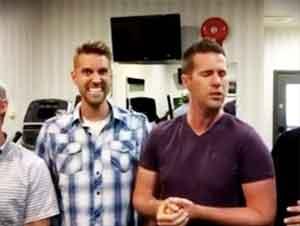 ¡Ellos Comenzaron a Cantar en un Gimnasio y Ahora Estoy Adorando con Ellos!
