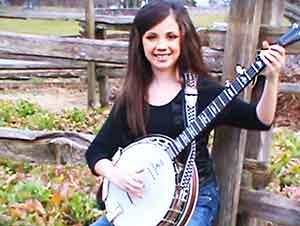 Con tan solo 11 años de edad ella ya es una maestra en el banjo!