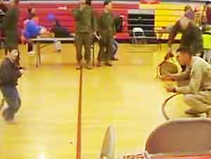 Niño con parálisis cerebral camina para recibir a su papá!