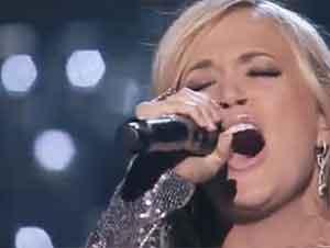 """La cantante Carrie Underwood canta """"Cuan grande es Él"""""""