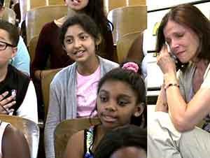 Grupo de coro infantil alienta a su maestra quien padece cáncer de mama.
