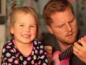Padre e hija forman el dueto mas tierno que hayas visto!
