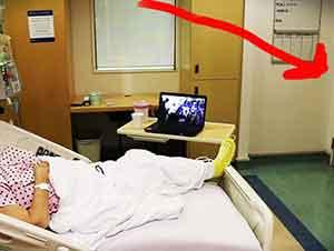Nieta le da una sorpresa a su abuela en el hospital.