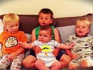 """Lindos niños cantan """"Jesús Me Ama"""" Muy bonito!"""