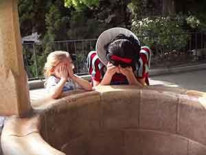 A esta niña se le concede un deseo en Disneyland – Su papá quien es un soldado regreso a casa