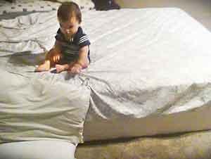 Mira lo que este inteligente bebé hace!
