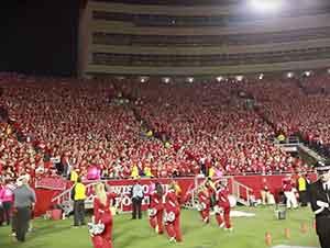 Todo el estadio de esta universidad canta a la vez!