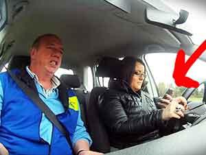 El instructor les dijo que tenían que conducir y mandar mensajes de texto al mismo tiempo.