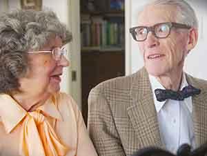 """Pareja de casados celebra su sexagésimo aniversario de bodas con un video inspirado en la pelicula """"Up"""" de Disney Pixar."""